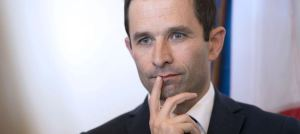 le-ministre-de-l-education-nationale-benoit-hamon-le-17-avril-2014-a-maxeville-dans-l-est-de-la-france_4886697