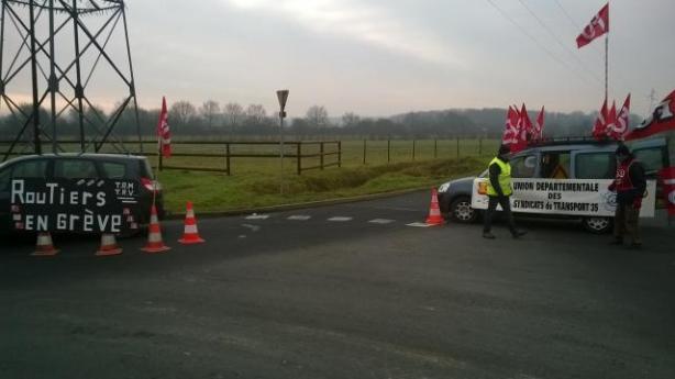 les-routiers-bloquent-la-logistique-de-carrefour