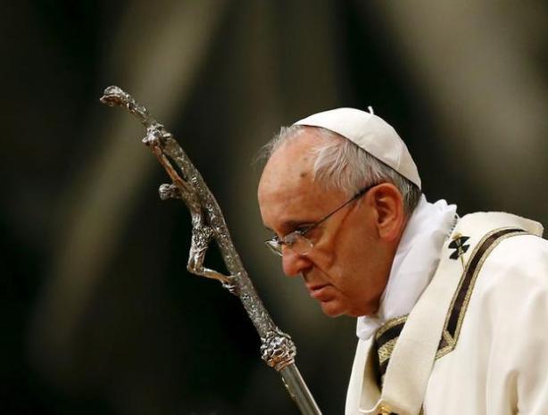 LE PAPE BAPTISE DIX NOUVEAUX CATHOLIQUES DONT UNE KÉNYANE