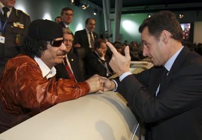 Mohamar-khadafi-nicolas-sarkozy-ancien-president